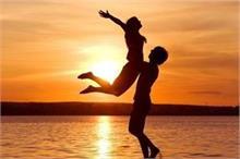 रिश्ते में मजबूती लाने के लिए अपनाएं ये Tricks, लंबे समय तक...
