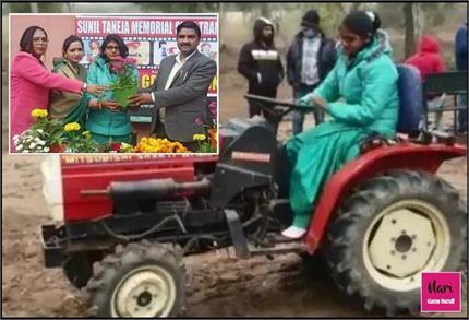 देश की सबसे युवा प्रोफेशनल Tractor Driver, लड़कियों को नई राह दिखा...