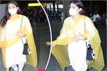 एयरपोर्ट पर दिखा सारा का ट्रेडीशनल अवतार, सिंपल लुक ने जीता...