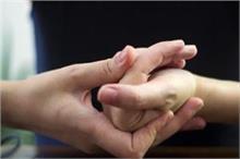 क्या आपको भी है बार-बार उंगलियां चटकाने की आदत? तो हो सकता...