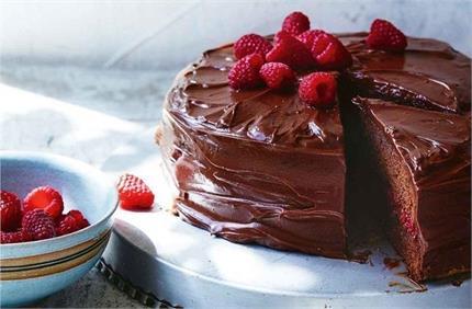 घर पर झटपट बनाएं Eggless Chocolate Cake