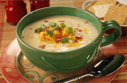 सर्दियों में लें गर्मा-गर्म चीज एंड वेजिटेबल सूप पीने का मजा