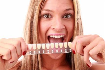 पीले दांत हो जाएंगे मोतियों जैसे सफेद, बस अजमाकर देखें ये घरेलू नुस्खे