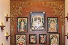 वास्तु के हिसाब से जानिए कैसी हो घर पर लगी भगवान की तस्वीरें