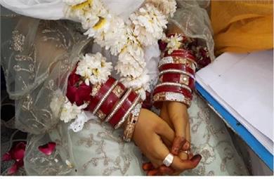नाबालिग की शादी करवाना चाहते थे परिजन, चाइल्ड लाइन की टीम ले आई थाने
