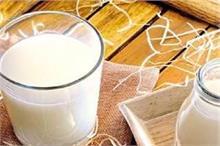 बेकार समझ फेंके ना फटे हुए दूध का पानी, जान लीजिए इसके फायदे