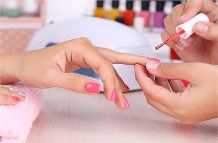 तनाव कम करने से लेकर टैन हटाने तक, इन कारणों से जरूरी है Manicure