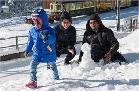 भारत की इन खूबसूरत जगह पर फरवरी-मार्च में भी लें बर्फबारी...