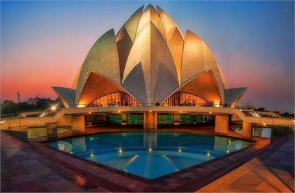 आकर्षण का केंद्र है दिल्ली का Lotus Temple, जानिए इससे जुड़े कुछ रोचक...