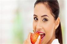 बीमारियों से बचना है तो रोजाना सुबह खाएं सिर्फ 1 सेब