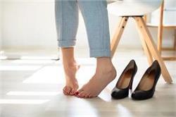 नहीं होगी पैरों में पसीने व बदबू की परेशानी, घर पर ही बनाएं 'Foot Soak'