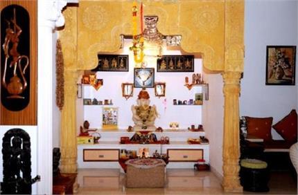 घर के मंदिर में रखें ये 5 शुभ चीजें, कभी नहीं होगी पैसों की किल्लत