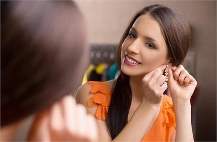 इयररिंग्स पहनने के एक नहीं अनेक फायदे, पीरियड्स से लेकर फर्टिलिटी तक...