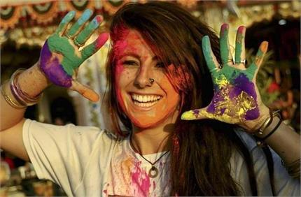 Holi: घर पर नेचुरल चीजों से बनाएं रंग, नहीं होगा स्किन व बालों को कोई...