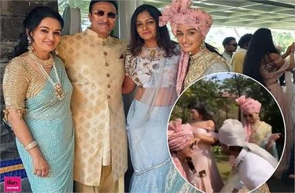 पद्मिनी कोल्हापुरी के बेटे की शादी में जमकर नाचीं श्रद्धा, देखें...