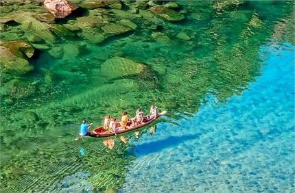 एशिया के सबसे स्वच्छ गांव में है पारदर्शी नदी, बहते पानी में देख सकते...