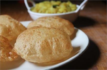 Weekend Special: नाश्ते में बनाकर खाएं गर्मा-गर्म कश्मीरी पूरी