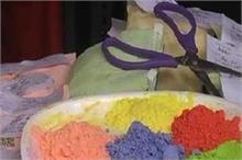 होली के लिए महिलाओं ने तैयार किए ये खास रंग, इस्तेमाल से...