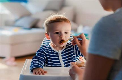 शिशु को सर्दी-खांसी से बचाता है चीकू, बस जान लें खिलाने की तरीका