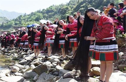 Wow: दुनिया के इस गांव में 2 मीटर से भी लंबे हैं महिलाओं के बाल, ये...
