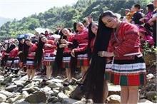 Wow: दुनिया के इस गांव में 2 मीटर से भी लंबे हैं महिलाओं के...