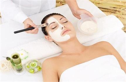 Beauty Tips: नवरात्रि में स्किन का रखें खास ख्याल, साबुदाना पैक से...