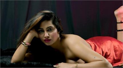 अर्शी खान भी हुई कोरोना पाॅजीटिव, कुछ दिन पहले एयरपोर्ट पर फैन ने हाथ...