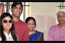 कोरोना की चपेट में आए क्रिकेटर धोनी के माता-पिता, अस्पताल...