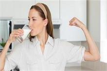 कोरोना से बचाव के लिए दूध में मिलाकर पीएं ये चीजें, तेजी से...
