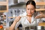 रसोईघर में रख लें कान्हा की ऐसी तस्वीर, कभी नहीं होगी धन-धान्य की कमी