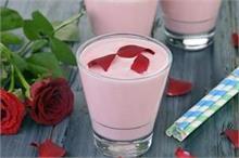 Healthy Recipe: गर्मी में बनाकर पीएं ठंडी-ठंडी Gulab Lassi,...