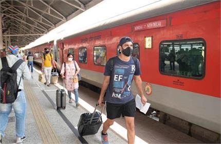 रेलवे स्टेशन पर मास्क न पहनना पडे़गा भारी, यहां-वहां थूकने पर लगेगा...