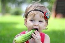 गर्मियों में खूब खाया जाता है खीरा, जानिए बच्चों को कब और...
