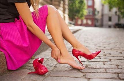हाई हील पहनने से महिलाओं को गठिया का खतरा, जरा-सी चोट दे सकती है...