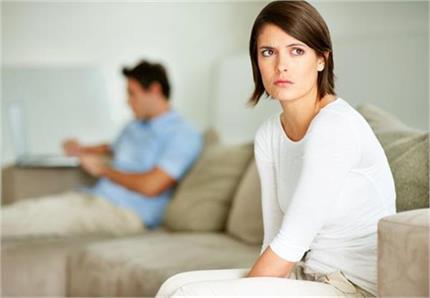 सर्वे में खुलासा- युवाओं को शारीरिक संबंध बनाने से ज्यादा यहां वक्त...