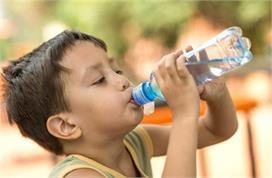 गर्मियों में बच्चा नहीं पीता पानी तो अपनाएं ये ट्रिक