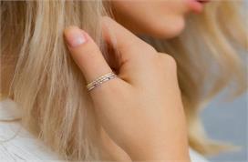 हर लड़की को पसंद आएंगे Thumb Ring के ये सिंपल डिजाइन