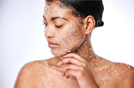 2 चम्मच नमक से पाएं ग्लोइंग त्वचा, कील-मुहांसों की भी होगी छुट्टी