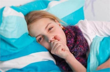 क्या आपके बच्चे को रात में सोने नहीं देती खांसी? ये देसी उपाय रहेंगे...