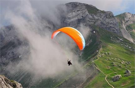 उठाना चाहते हैं Paragliding का मजा तो बेस्ट रहेगी भारत की ये 3...