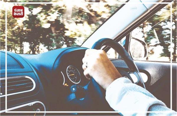 ड्राइविंग से जुड़ी इन आदतों को आज से ही करें अलविदा