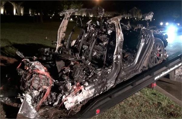 ऑटो पायलट मोड पर क्रैश हुई टेस्ला की कार, दो लोगों की मौके पर ही हुई मौत