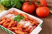 बच्चों को बनाकर खिलाएं रेस्टोरेंट जैसा 'Red Sauce Pasta'