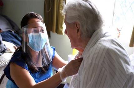 घर में कोरोना मरीज है तो खुद को कैसे बचाएं इन्फेक्शन से?