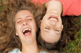 विश्व हास्य दिवस: खुद हंसें और दूसरों को हंसाएं, इम्यूनिटी...
