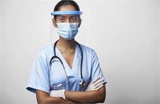 अंतरराष्ट्रीय नर्स दिवस: परिवार से दूर...