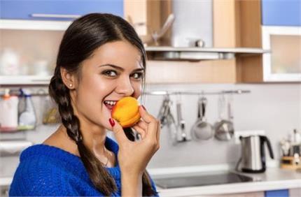 Health Tips: इस गर्मियां जरूर खाएं आड़ू, मिलेंगे लाजबाव फायदे