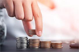 Vastu Tips: घर पर भूलकर भी न रखें ये चीजें, रुक सकता है धन...