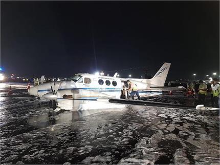 मुंबई हवाई अड्डे पर एयर एंबुलेंस का लैंडिंग गियर खराब होने से कराई...