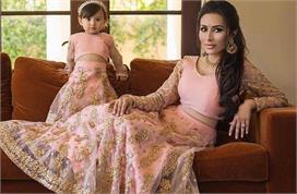 Fashion Tips: खुद को बेटी के साथ एेसे करें ड्रैसअप, देखते...
